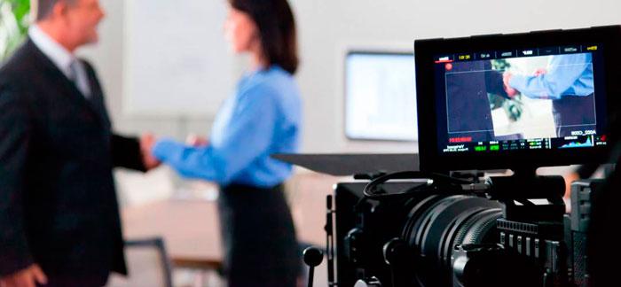 Personal creando un proyecto audiovisual