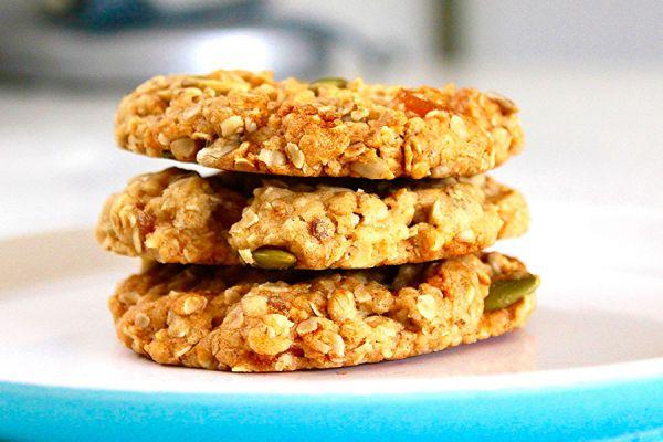 Galletas caseras de avena. Ingredientes para hacer galletas de avena en casa. 2 recetas caseras para preparar galletas de avena