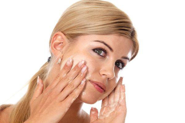 Mascarillas caseras para la cara. Limpiar la piel del rostro con mascarillas