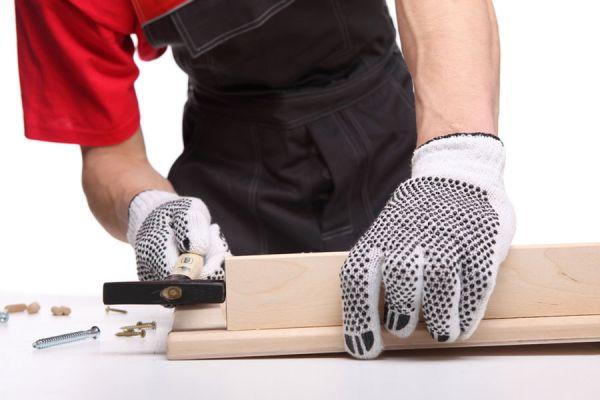 La seguridad siempre debe estar presente al manejar herramientas. Elige herramientas y objetos seguros al trabajar en tu taller completo