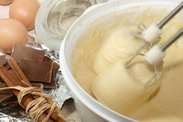 Preparción de la leche condensada casera. Pasos para cocinar leche condensada. Cómo hacer leche condensada rápido y fácil.