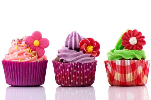 Cómo presentar los cupcakes. Receta basica para hacer cupcakes. Decoración de cupcakes originales.