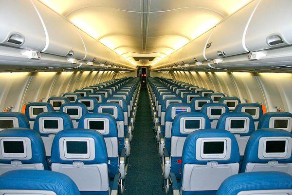 Cosas para hacer durante un viaje en avión. Cómo entretenerse durante un vuelo. Qué hacer para no aburrirse en un viaje en avión?