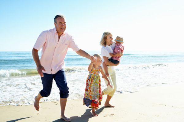 Llevar de viaje a los nietos. Cómo ir de viaje con tus nietos. Tips para vacacionar con tus nietos.