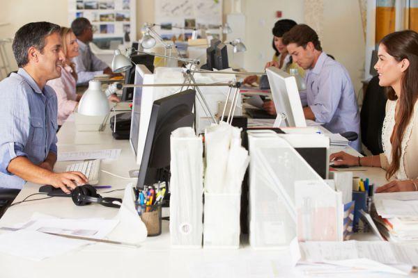 Cómo mantener el trabajo. Guía para conservar tu empleo en momentos de crisis. Como evitar ser despedido
