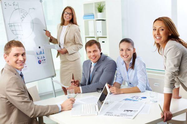Consejos para hacer reuniones de trabajo productivas. Tips para no perder el tiempo durante las reuniones laborales.