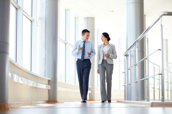 Tips para vestirse bien en el trabajo. Cómo estar presentable en el trabajo. Claves para lucir siempre bien en la oficina