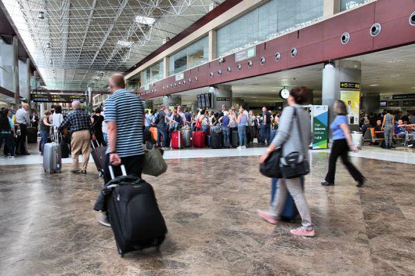 Cómo evitar perderse en un aeropuerto grande. Consejos para no perderse en un aeropuerto desconocido