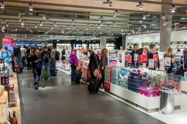Cómo comprar en el duty free. Es más barato comprar en el free shop? Ventajas de comprar en el free shop