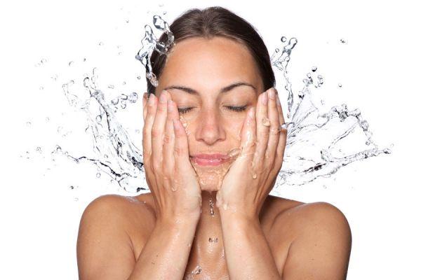 Tips para mejorar un rostro cansado. Guía para aliviar el cansancio del rostro. Maquillaje para aliviar rostros cansados