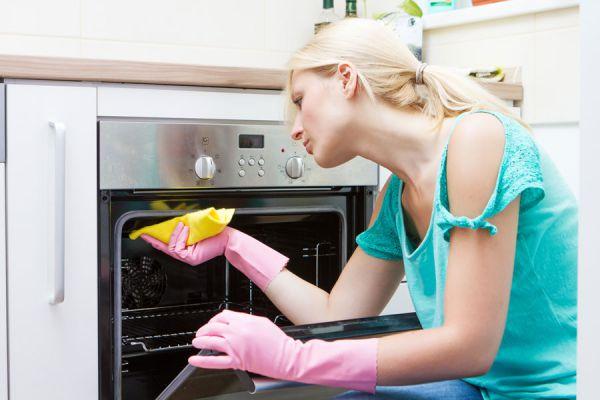 Pasos para una limpieza profunda del horno. Aprende a limpiar el horno facilmente. Tips de limpieza para el horno