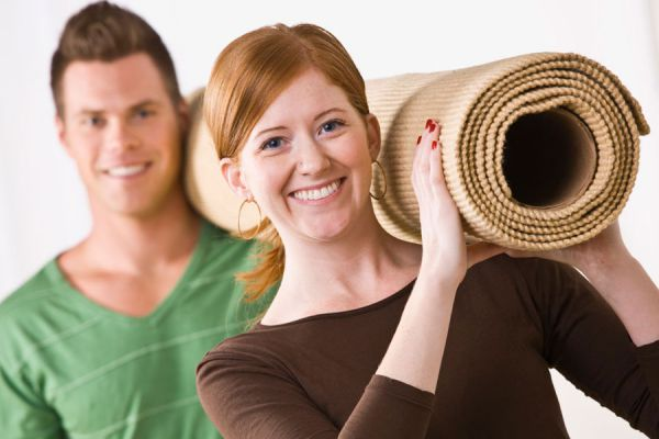 Guía para quitar alfombras adheridas al suelo. Pasos para quitar alfombras pegadas al suelo. Aprende cómo quitar alfombras de una habitación