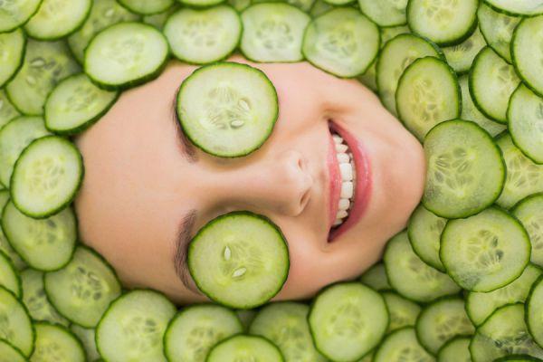 Tratamientos de belleza con pepinos para mejorar la piel. Tónicos caseros de pepino para la piel. 3 tónicos naturales de pepino para mejorar la piel