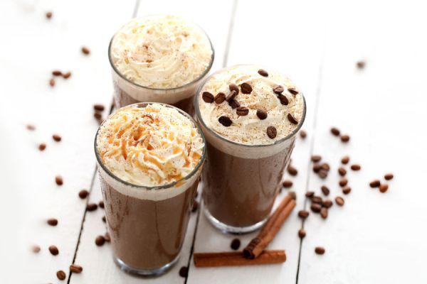 Recetas para disfrutar de un café frío. Preparación de bebidas con café frío. Café con leche frozen y otras recetas de café frío