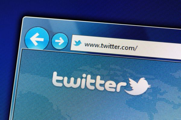 Tips para buscar trabajo en twitter. Guía para buscar empleo desde twitter. Aprende a buscar empleo usando twitter