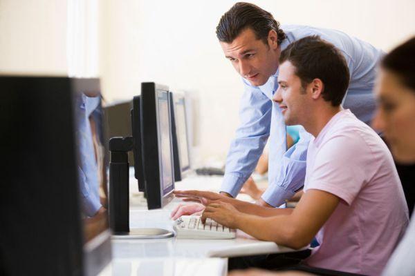 Cómo usar una aplicación para ofrecer servicios y ganar dinero. Aprende cómo ganar dinero ofreciendo servicios en internet.