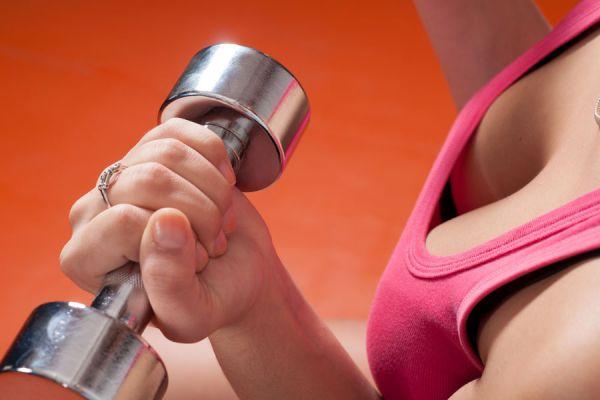 Claves para levantar los senos y tonificar la piel. Consejos para elevar los pechos. Ejercicios para levantar los pechos y mejorar los senos caídos