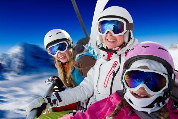 Claves para hacer un viaje de ski. Cómo vacacionar en la nieve y practicar ski. Consejos para ir de vacaciones a un centro de ski