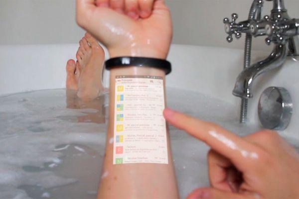 Cicret Bracelet, una pulsera con pantalla táctil en el brazo. Brazalete con pantalla táctil sobre el brazo.