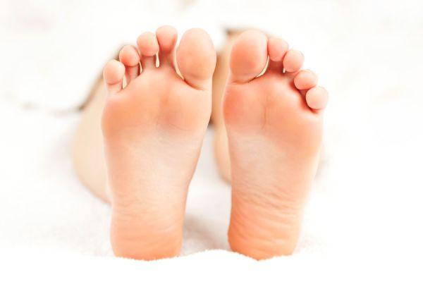 La relación entre el pie y las emociones. Cómo relacionar las lesiones en los pies con las emociones. Los dedos y del pie y la personalidad