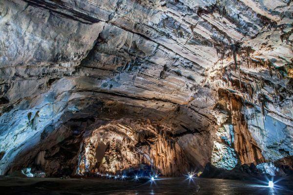 Recorrer cuevas y cavernas. Guía para hacer turismo de cuevas. Los mejores destinos para recorrer cuevas. Cómo visitar cuevas y cavernas
