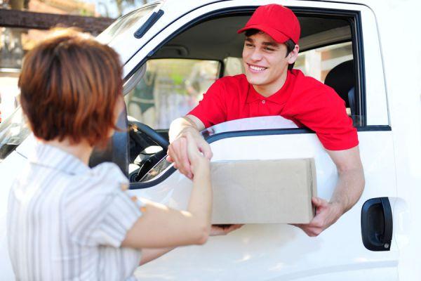 Cómo elegir una empresa de mensajería. Escoger un servicio de entrega y retiro de paquetes.