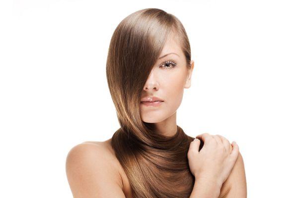 Cómo quitar el frizz del pelo. Mascarillas caseras para eliminar el frizz del cabello. Trucos para quitar el frizz del pelo.