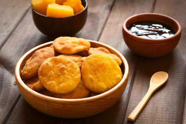 Origen de las sopaipillas. Ingredientes para hacer sopaipillas dulces. Cómo cocinar sopaipillas de zapallo. receta de sopaipillas de zapallo