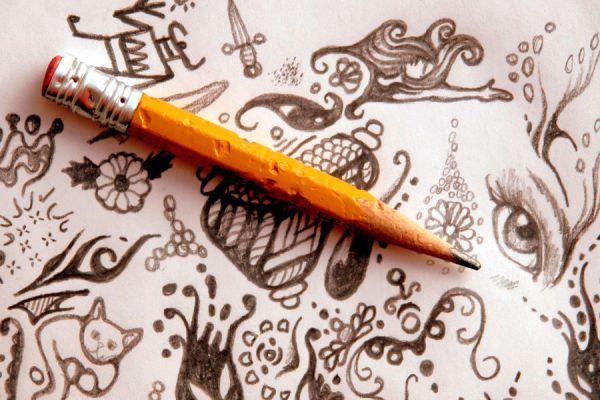 Conoce qué significan los garabatos que dibujas sin pensar. El significado de hacer garabatos de personas o flores.