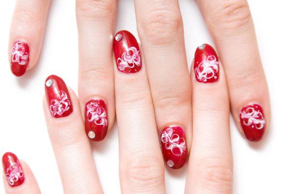 Truco para decorar tus uñas con dibujos. Método simple para la decoración de uñas con dibujos. Aprende a dibujar tus uñas y decorarlas fácilmente