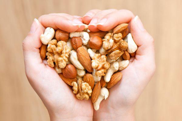 Cómo consumir frutos secos. Aportes de los frutos secos para la salud. Propiedades y beneficios de los frutos secos para el organismo
