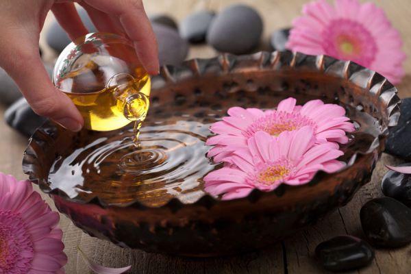 Cómo usar la aromaterapia para combatir la depresión. Curar la depresión con aceites esenciales. Aceites esenciales y aromaterapia para la depresion