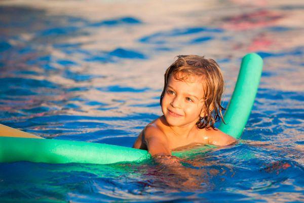 Qué hacer con los tubos flotadores de piscina. Tips para reutilizar los flotadores para piscina. Ideas para aprovechar los tubos flotadores de piscina