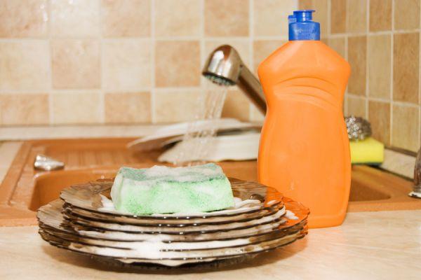 Detergente lavavajillas hecho en casa. Preparar detergente casero para lavar la vajilla. Ingredientes para hacer detergente lavavajillas