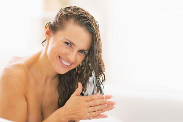Remedios caseros para el pelo seco. Recetas caseras para tratar el pelo seco. Cómo mejorar el pelo seco. Productos caseros para el cabello seco