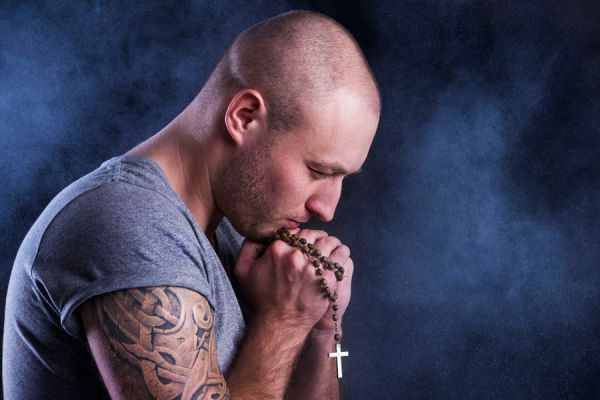 Pasos para rezar un rosario. Guía práctica para rezar el rosario. Aprende a rezar el santo rosario