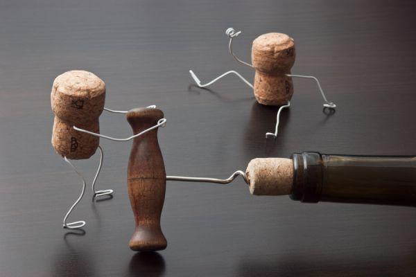 Manualidades con corchos. Ideas originales para usar corchos. Cómo hacer miniaturas con corchos y alambres.