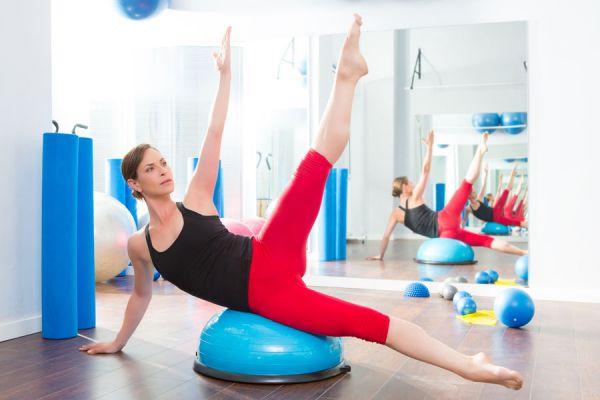 Rutina de ejercicios con bosu. Beneficiso de usar el bosu. Cómo entrenar con el bosu. Ejercicios para practicar con bosu