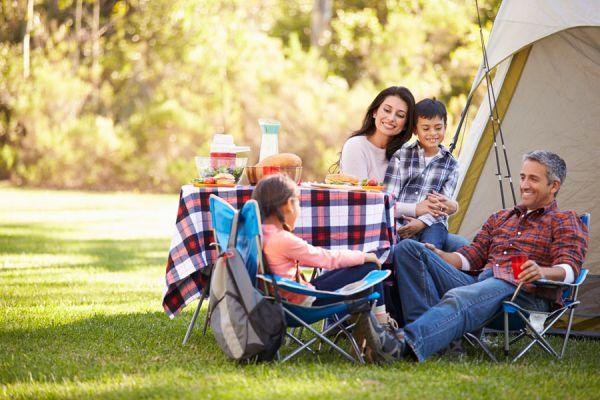 Equipo completo para una acampada. Qué elementos llevar a una acampada? Equipo básico y completo para acampar. Equipo para ir de acampada
