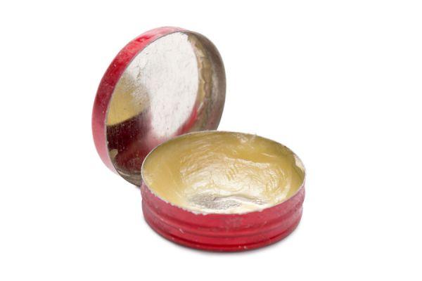 Receta de aceite para curar heridas simples. Preparación del aceite curativo casero. Ingredientes para hacer un aceite curativo en casa