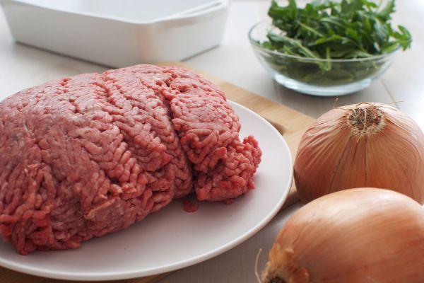 Ingredientes para hacer una hamburguesa estilo big mac. Pasos para crear un big mac casero. Preparación de la hamburguesa estilo big mac casera