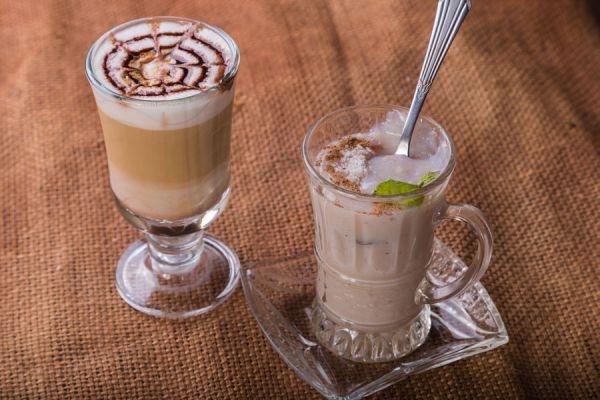 Cómo se hace el caramel macchiato. Cómo hacer un cafe caramel macchiato tipo starbucks. Ingredientes para preparar un caramel macchiato