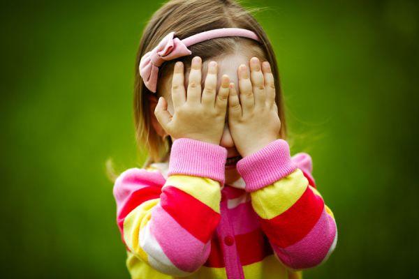 Cómo tratar con niños tímidos. Tips para ayudar a un hijo tímido. Cómo acompañar a un hijo tímido