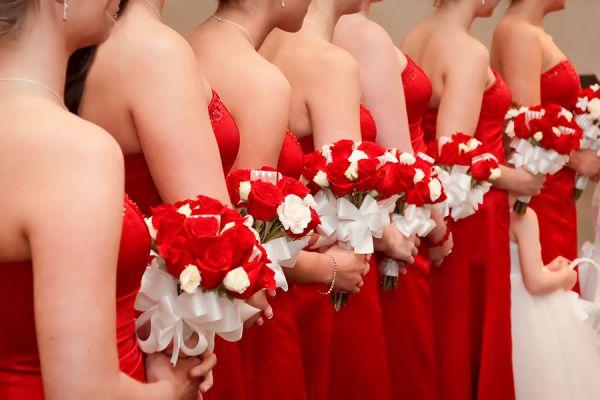 Qué prendas vestir en una boda. Cómo vestirse para una boda. Claves para ir vestida a una boda. Qué ropa elegir para una boda