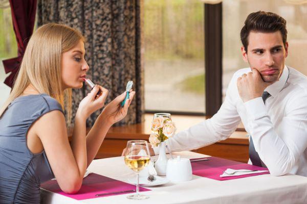 Qué prendas vestir en una primera cita. Cómo vestirse para una cita. Claves para ir vestida a una cita. Qué ropa elegir para una primera cita