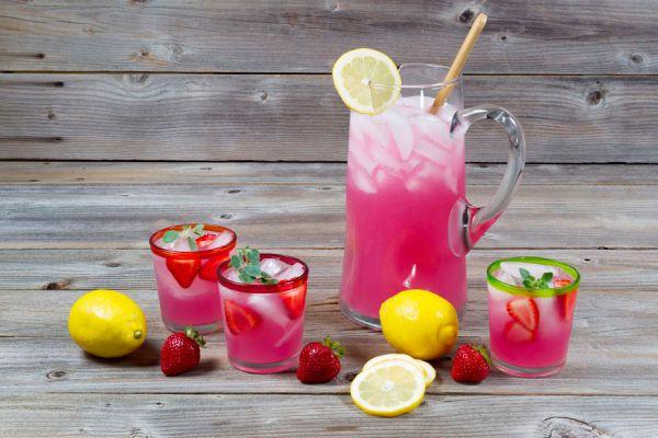 Limonada azul. Cómo hacer limonada de sandía. cómo preparar limonada tradicional. Ingredientes para hacer limonada en casa