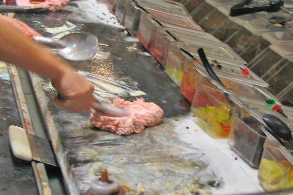 Ingredientes para hacer helado de piedra. Método para preparar helado a la piedra. Cómo hacer helado en piedra fría.