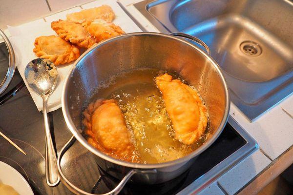 Cómo limpiar el aceite de cocina usado. Guía para recuperar el aceite usado para cocinar. Cómo recuperar el aceite de la cocción