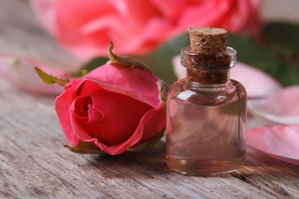 Baño de inmersión casero de rosas e incienso. Cómo preparar un baño detox casero.