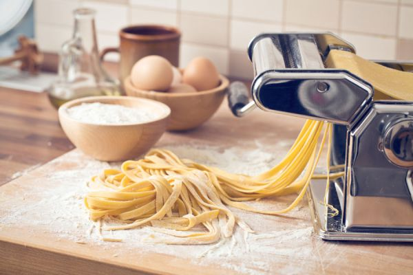 Ingredientes para hacer pasta casera. Preparación de la pasta casera. Receta para preparar pasta casera